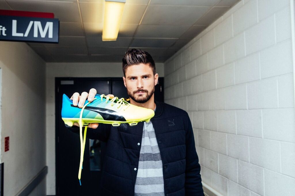 Arsenal striker Olivier Giroud loves the evoPOWER boots. [Photo by PUMA]