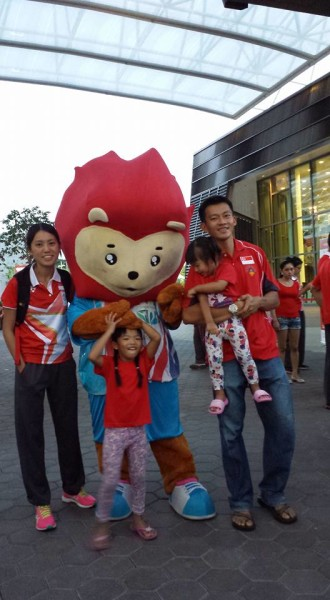 See (left) and her adorable family at the SEA Games Flag Presentation Ceremony.